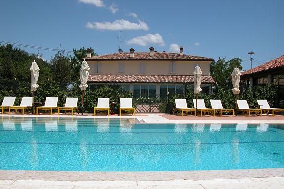 Villa abbondanzi faenza for Cabine al lago della piscina di joe