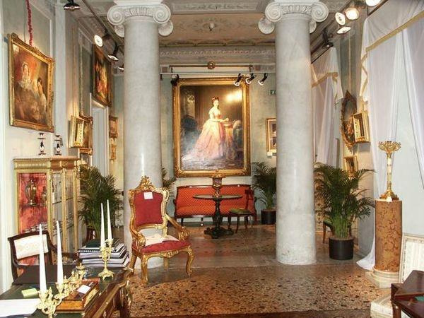 Villa castelbarco milano for Foto di mobili antichi