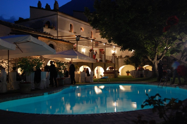 Palazzo massone benevento for Piscina arcore